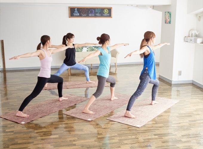 ヨガで運動不足や肩こり改善に期待!心も体もすっきり